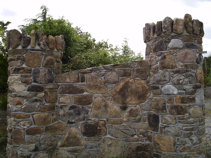 Field_stone_wall-with-birds-beak-joint.2