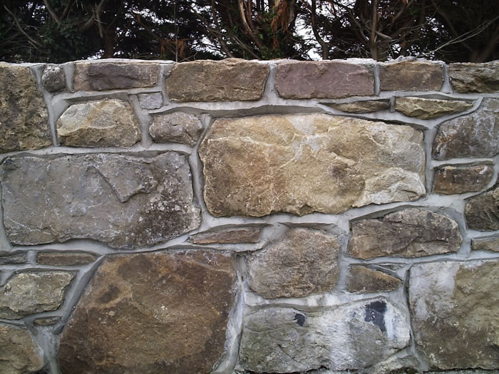 Field_stone_wall-with-birds-beak-joint.4