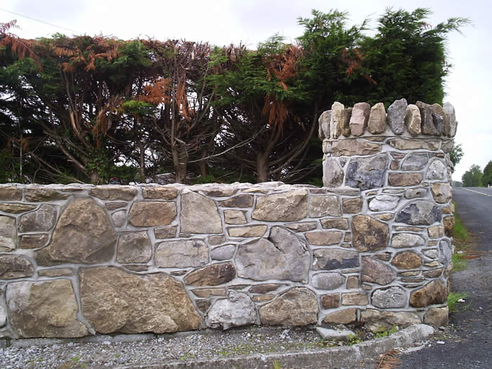 Field_stone_wall-with-birds-beak-joint
