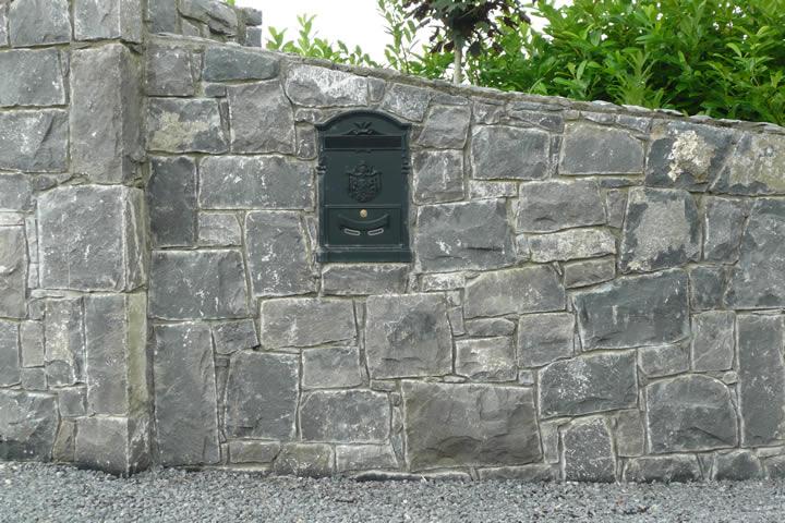Stone.wall.Pillar.Letterbox
